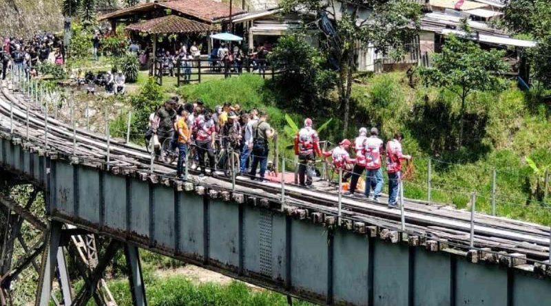 Muere mujer al saltar en bungee sin cuerda lista en Colombia