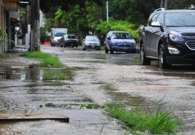 Reportan hasta 20 fugas de agua al día en Centro